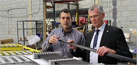Pierre Gabriel Côté en compagnie de Guy Béland, vice-président de Solutions Palstik