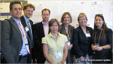 A group of Québec researchers at the first edition of the International Cancer Cluster Showcase, held in Boston in 2012.