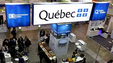 Photo du kiosque d'Investissement Québec, du gouvernement du Québec et d'Hydro-Québec.