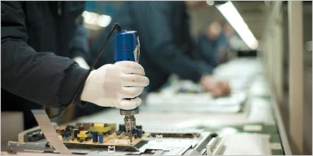 Photo d'employés travaillant dans une usine