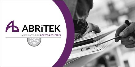 Logo d'Abritek et photo des mains d'un travailleur ajustant une fenêtre