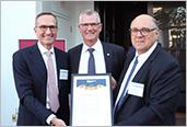 De gauche à droite : Robert Rooney, directeur général de Morgan Stanley à New York, Pierre Gabriel Côté, PDG d'Investissement Québec, et Alan Vesprini, directeur général de Morgan Stanley, division Technologies