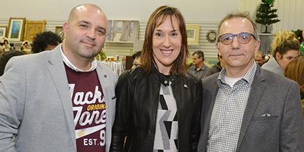 De gauche à droite : Christian Milette, directeur général de la Ressourcerie de Lévis, Chantal Bernier, directrice de portefeuille d'Investissement Québec, et Kennedy Gagnon, président du conseil d'administration de la Ressourcerie de Lévis