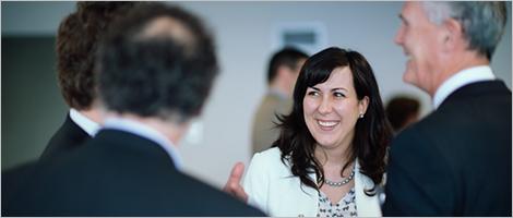 Photo de Celina Machado, d'Investissement Québec, et Pierre Gabriel Côté, PDG d'Investissement Québec