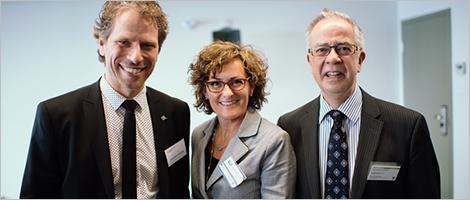 Photo de Frédéric Bernier, d'Investissement Québec, Marie-Josée Huot, directrice générale du CLD de Rivière-du-Loup, et René Michel Ouellet, de Côté Ouellet Thivierge inc.