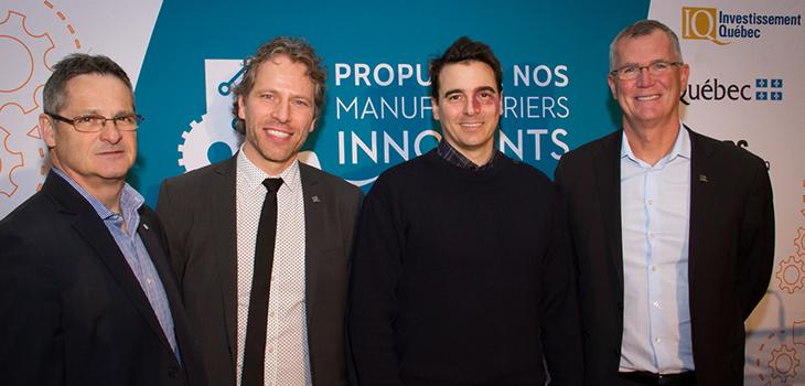 De gauche à droite: Michel Bourgault (IQ), Frédéric Bernier (IQ), David Huard (Directeur général, Produits forestiers Basques) et Pierre Gabriel Côté, PDG d'Investissement Québec