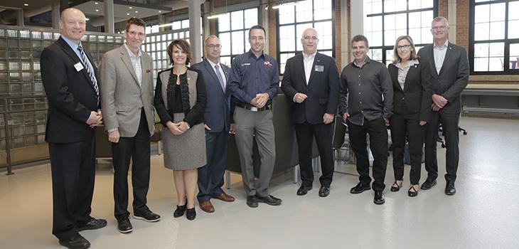 De gauche à droite: Denis Hébert, Louis Duhamel, Guylaine Mathieu, Donald Lefebvre, Mario Desmarais, Yves Lacroix, Yvon Morel, Suzanne Blanchet et Pierre Gabriel Côté
