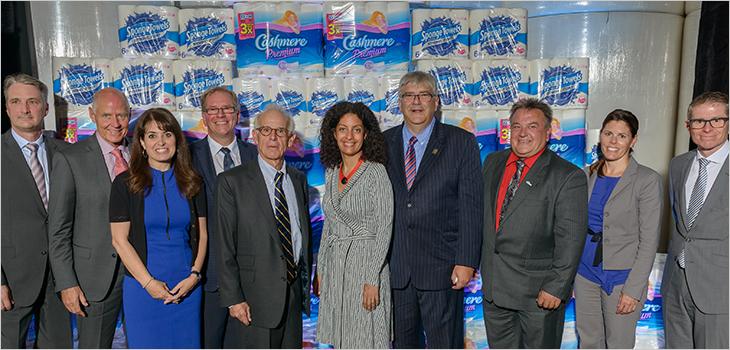 Conférence de presse à l'usine Kruger de Crabtree en présence de la ministre Dominique Anglade (au centre)