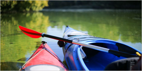 Photo de kayaks sur un lac