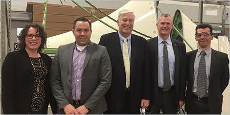 Photo de Stéphanie Legault, directrice de portefeuille, des dirigeants d'Avior et de Pierre Gabriel Côté, PDG d'Investissement Québec