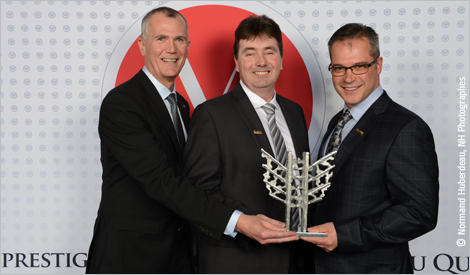 Photo de Pierre Gabriel Côté, pdg d'Investissement Québec, Marc Turcotte, directeur d'ASDR Environnement, et Stephen Authier, pdg d'ASDR Environnement. Crédit photo : Normand Huberdeau, NH Photographes