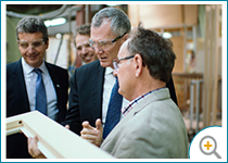 Photo de Pierre Gabriel Côté, PDG d'Investissement Québec, visite l'entreprise Lepage Millwork