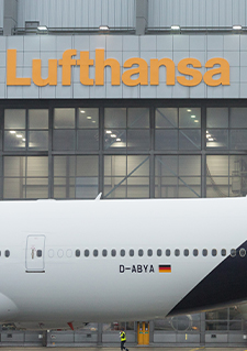 Photo d'un avion de Lufthansa Tecnik dans un aéroport