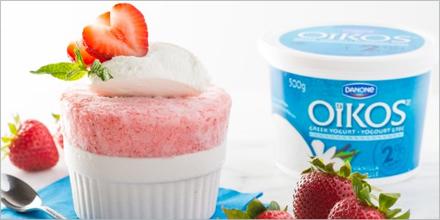 Photo d'un dessert glacé et d'un pot de yogourt de marque Oikos, courtoisie de Danone