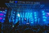 Photo d'une scène du Festival d'été de Québec. Crédit photo: Solotech.