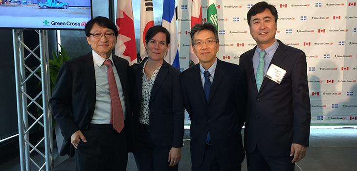 De gauche à droite : Il-Sup Huh, PDG de Green Cross, Vanessa Marsan, MESI, Kim Ah-You, Investissement Québec, et  Joon Han, directeur général de Green Cross Biotherapeutics