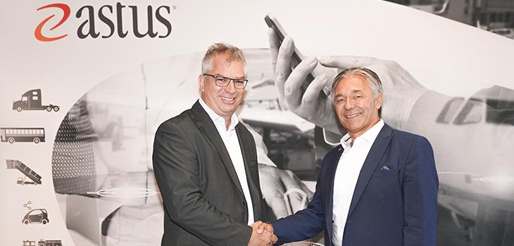 De gauche à droite: Éric Lapointe, président de ETL Électronique et Robert Morrissette, directeur de portefeuille, Investissement Québec