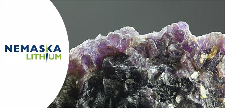 Logo de Nemaska Lithium et image d'un minerai de Lithium