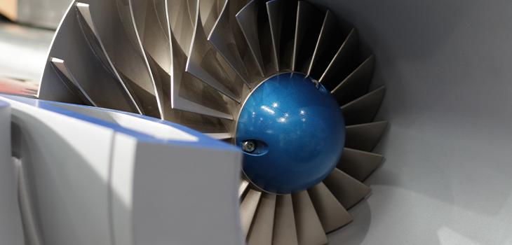 Gros plan de la turbine à l'intérieur du ventilateur industriel, vue en coupe transversale, équipement de haute technologie