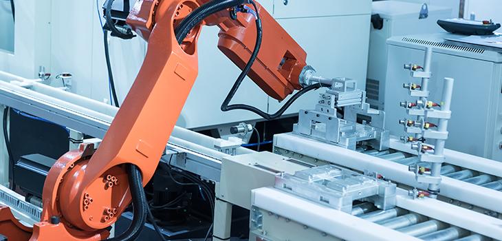 Robot dans une usine. Concept d'usine intelligente usine 4.0.
