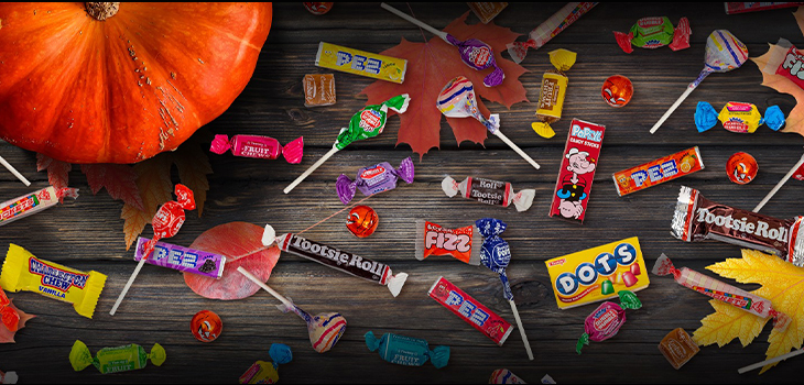 Photo d'un assortiment de bonbons étalés sur une table