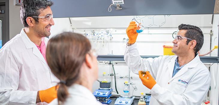 Photo de chercheurs dans un laboratoire