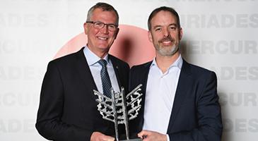 Remise du Mercure Manufacturiers innovants à Bridgestone Canada – Usine de Joliette, dans la catégorie Grande entreprise (M. Robert Verreault et M. Côté)