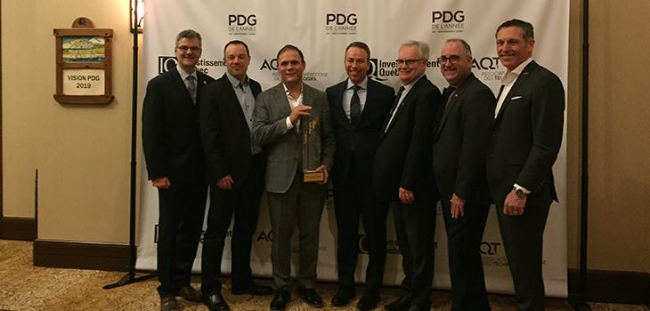 Photo de la remise du Prix PDG de l'année AQT-Investissement Québec 2019